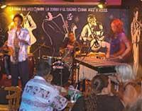 La Zorra y el Cuervo Club Nocturno