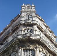 Architecture: Palacio Cueto