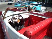Old American Car Sightseeing and City Tour: Ford Phamton 1935 Cabriolet, Havana City