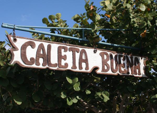 Beaches: Caleta Buena
