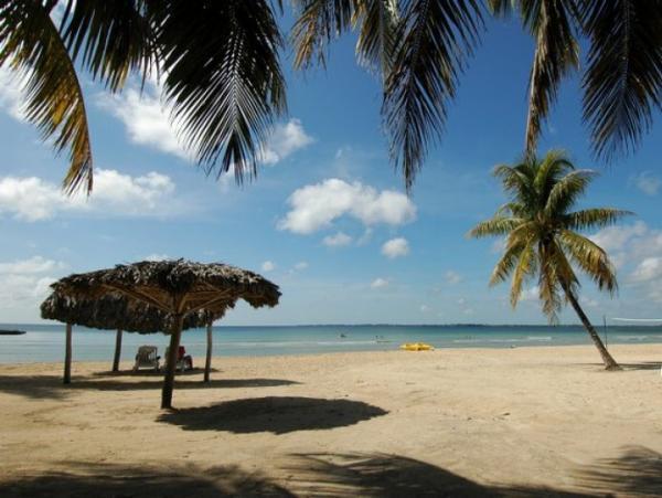 Beaches: Playa Larga Beach