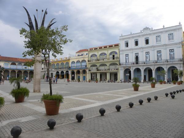 Squares: Plaza Vieja - Old Square